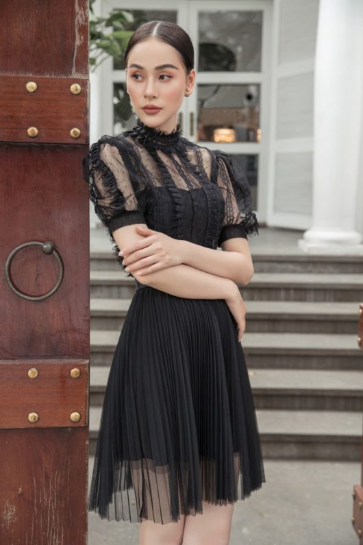 Black Lace Puff-Sleeves Dress 1